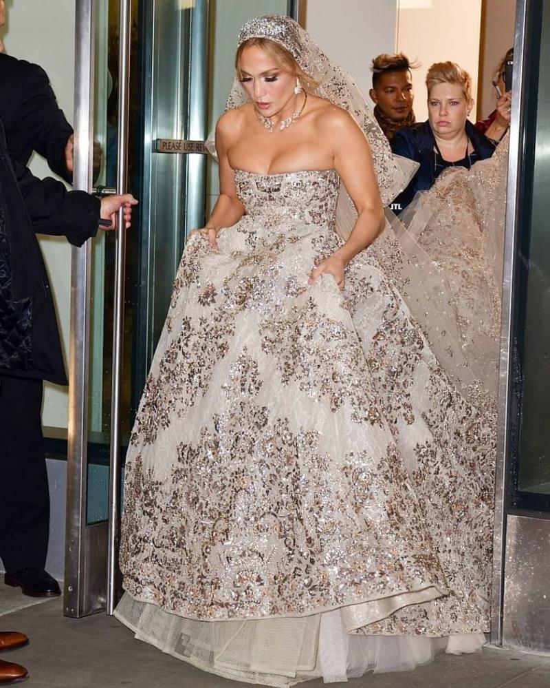 #جينيفر_لوبيز تتألق ب #فستان زفاف من تصميم #زهير_مراد لدورها في فيلمها الجديد #مشاهير - صورة 1