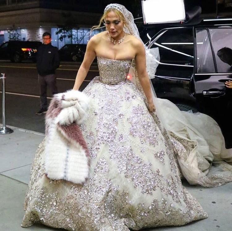 #جينيفر_لوبيز تتألق ب #فستان زفاف من تصميم #زهير_مراد لدورها في فيلمها الجديد #مشاهير - صورة 4