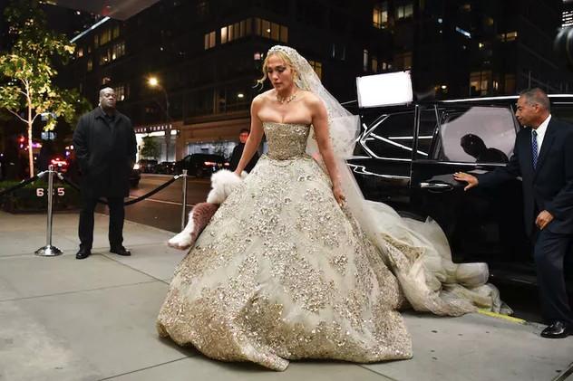 #جينيفر_لوبيز تتألق ب #فستان زفاف من تصميم #زهير_مراد لدورها في فيلمها الجديد #مشاهير - صورة 5