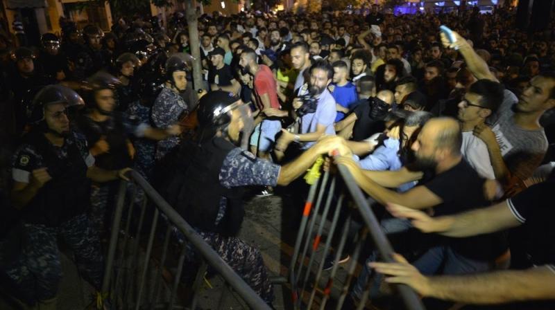 صور من مظاهرات #لبنان #لبنان_ينتفض - صورة 7