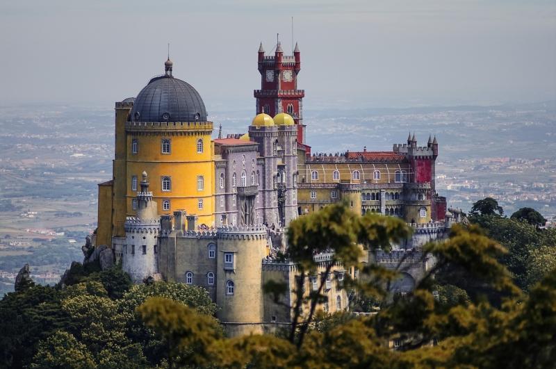 صور تحتوي #رغوة #تاريخي #قلعة #زاهى_الألوان #البرتغال #سينترا