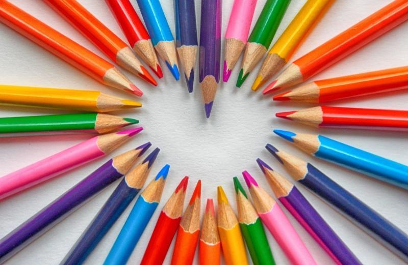 صور تحتوي #تحية_طيبة #أقلام_ملونة #قلب #رومانسي #حب #خريطة