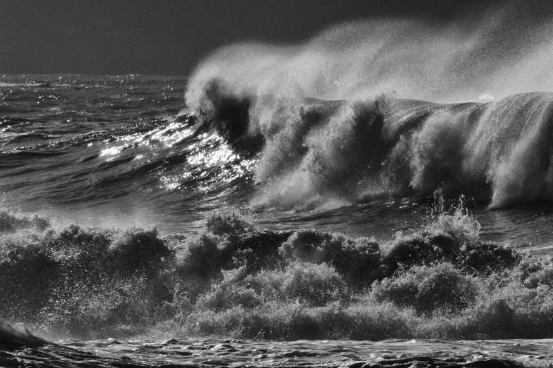 صور تحتوي #عاصفة_البحر #عاصفة #أمواج #إيطاليا #المناظر_الطبيعيه #قماش #ريكو