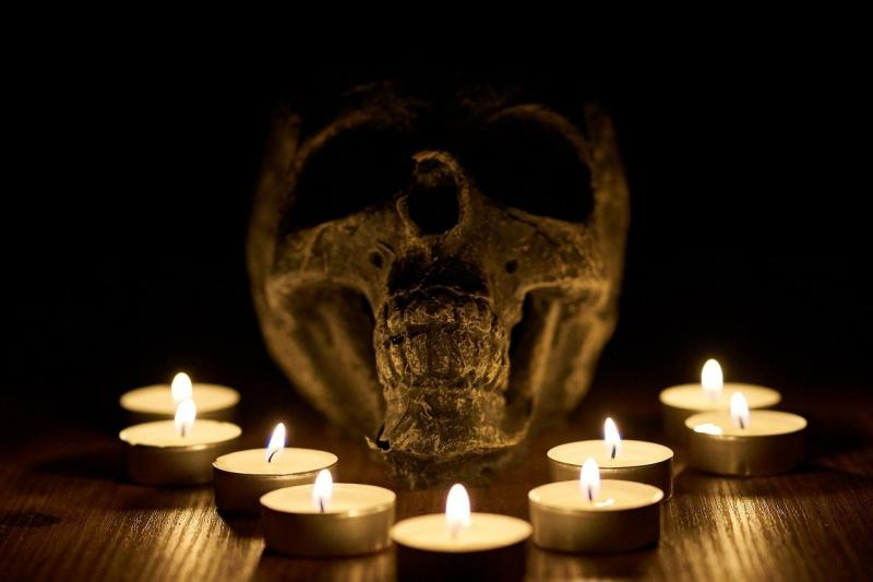 صور تحتوي #يبيع #دين #الشموع #الموت #جمجمة