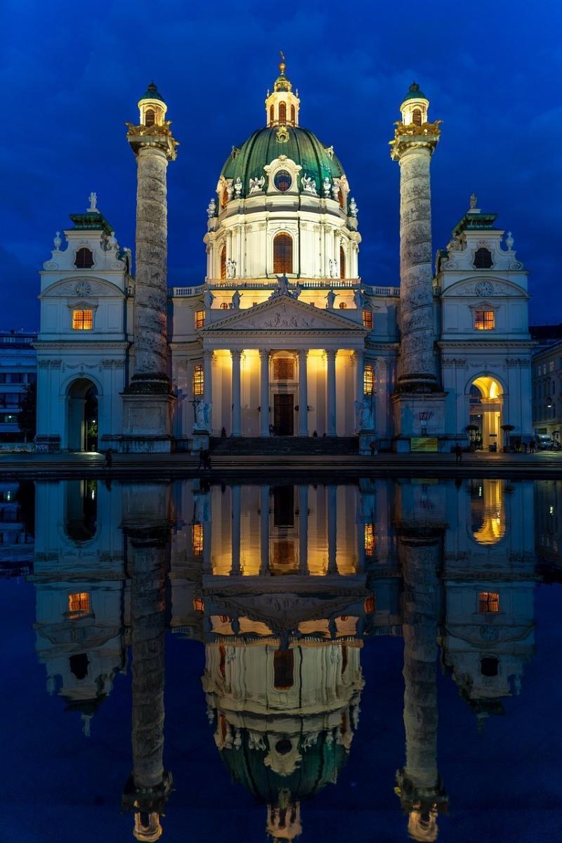 صور تحتوي #فيينا #كنيسة