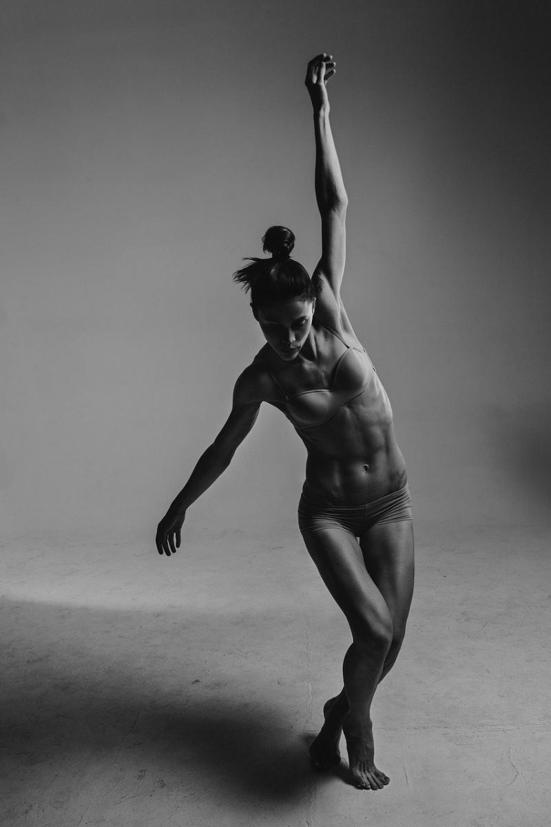 صور تحتوي #النساء #اسود_و_ابيض #اشخاص #ناقص #رقص #جنسي