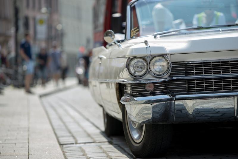 صور تحتوي #سيارة_قديمة #ريترو #ضوء_كشاف #قديم #كاديلاك #كلاسيكي