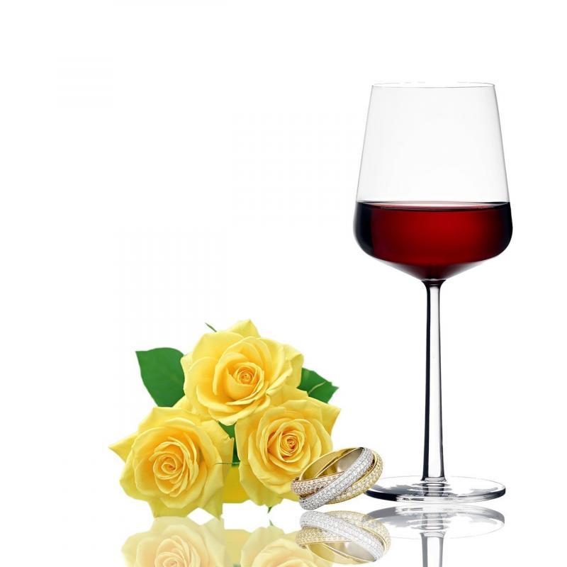 صور تحتوي #نبيذ #حلقة #ورود #زجاج #رومانسي #احتفال
