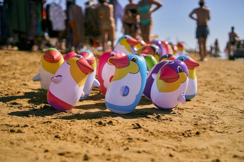صور تحتوي #كرة_الماء #البطريق #الأطفال #لعب #مرح