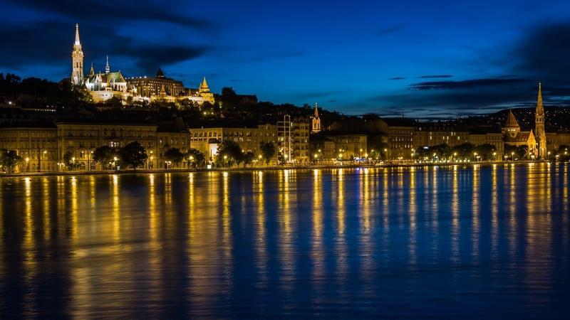 صور تحتوي #بالليل #بودابست #ماء #نهر #الدانوب #انعكاس