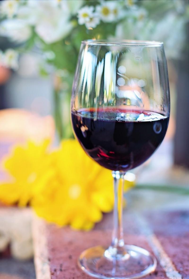 صور تحتوي #كأس_خمر #أحمر #يشرب #كحول #نبيذ #كأس