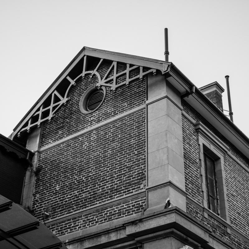 صور تحتوي #مدينة #اسود_و_ابيض #هندسة_معمارية #بيت_#قديم