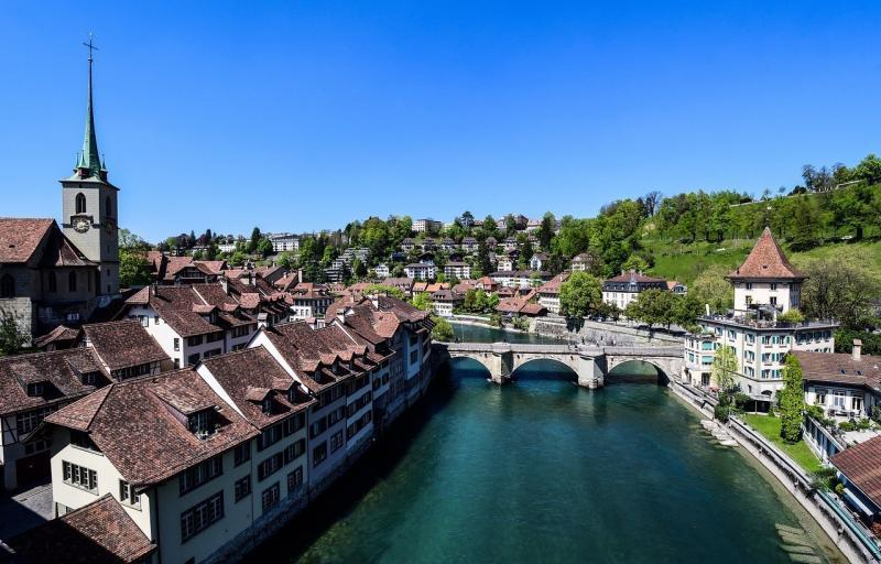 صور تحتوي #مدينة #ماء #جسر #برج_الجرس #نهر #البلدة_ال#قديمة