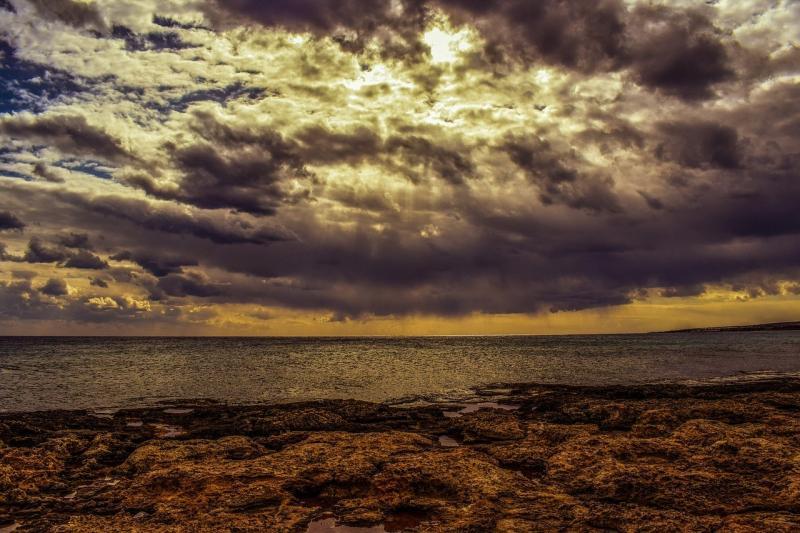 صور لـ #صخري #بحر #عاصف #شاطئ_بحر #طبيعة #سماء #سحاب