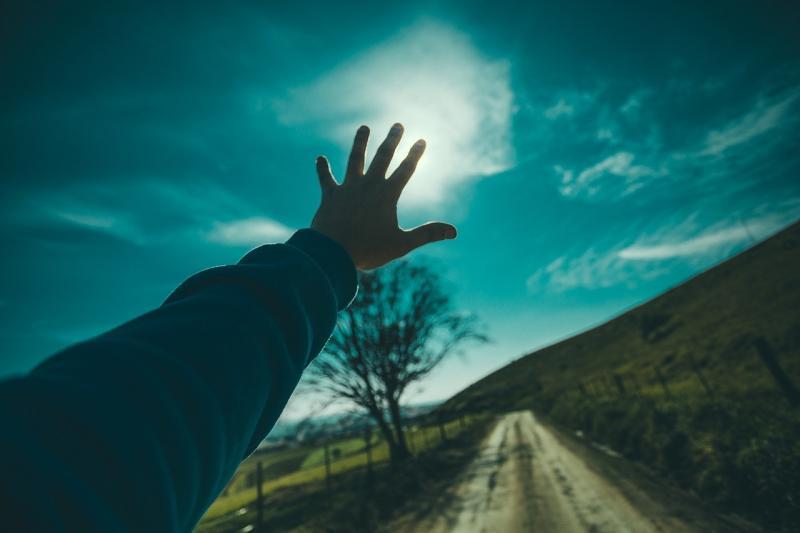 صور تحتوي #سماء #خارج #شاب #رجل #طبيعة #اشخاص #الذكر #أيادي #تصل