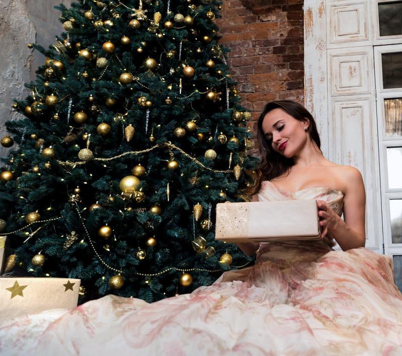 صور تحتوي #شجرة_عيد_الميلاد #ملابس #يوم_الاجازة