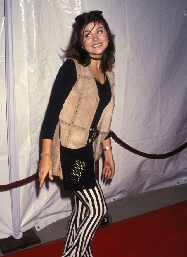 كيف كانت #أزياء #بنات تسعينات القرن الماضي #تاريخ - 10