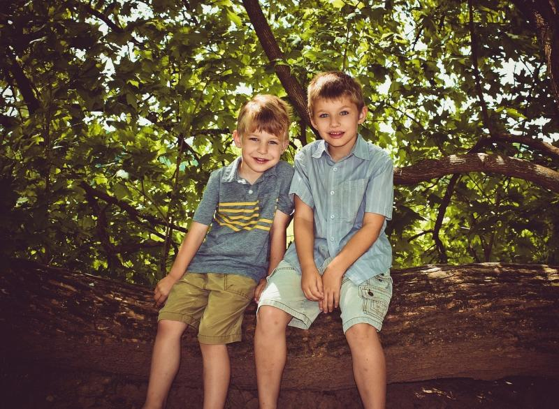 صور لـ #الأطفال #الإخوة #أخوة #عائلة #صبي #أطفال