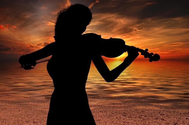 صور تحتوي #موسيقى #كمان #صوت #الغلاف_الجوي
