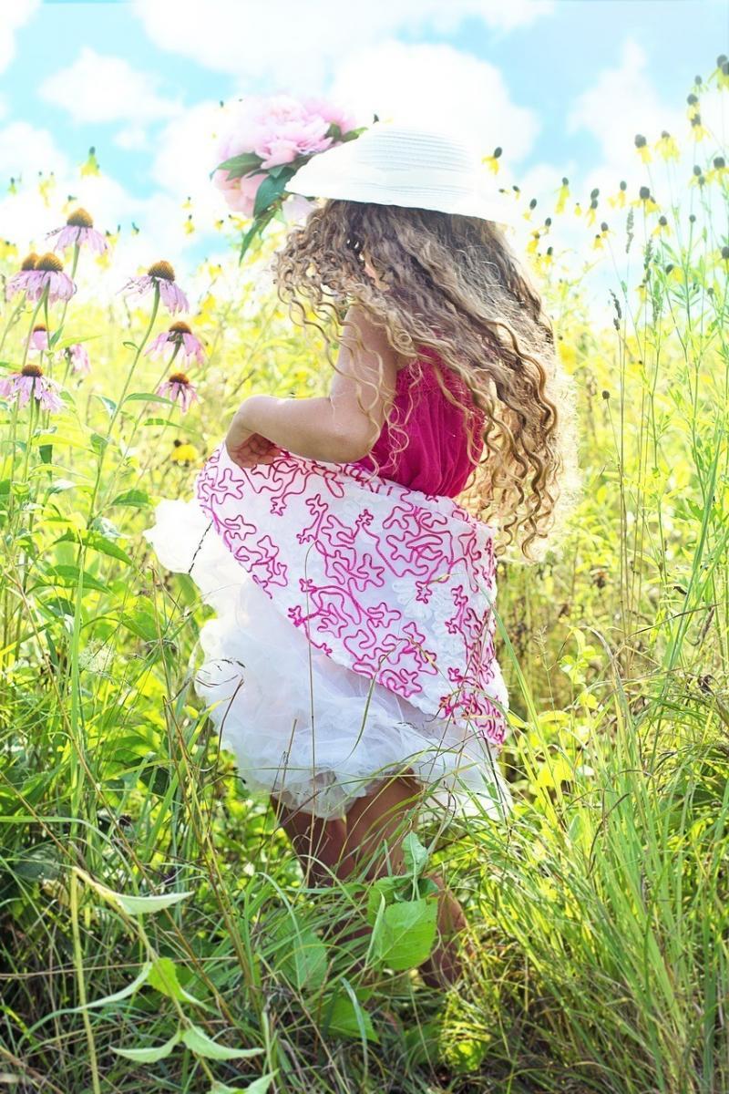 صور لـ #جري #مرج #الصيف #طفل #زهور #زهري #فتاة