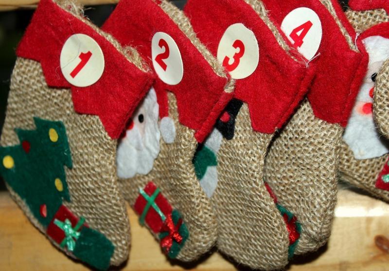 صور تحتوي #أبرشية #عيد_الميلاد #انتظار #جوارب #تقويم_قدوم