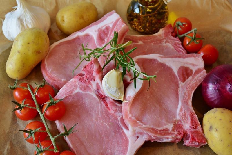 صور تحتوي #تأكل #خنزير #مربعات #ضلع #ضلوع #لحم_الخنزير_ختم
