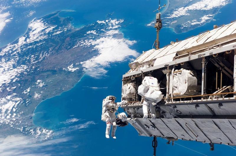 صور لـ #انها_في #الفضاء #الفضاء_الخارجي #رائد_فضاء