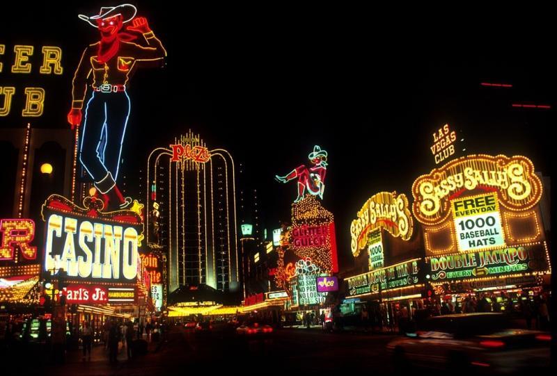 صور لـ #أضواء_النيون #لاس_فيغاس #وقت_الليل #إشارة