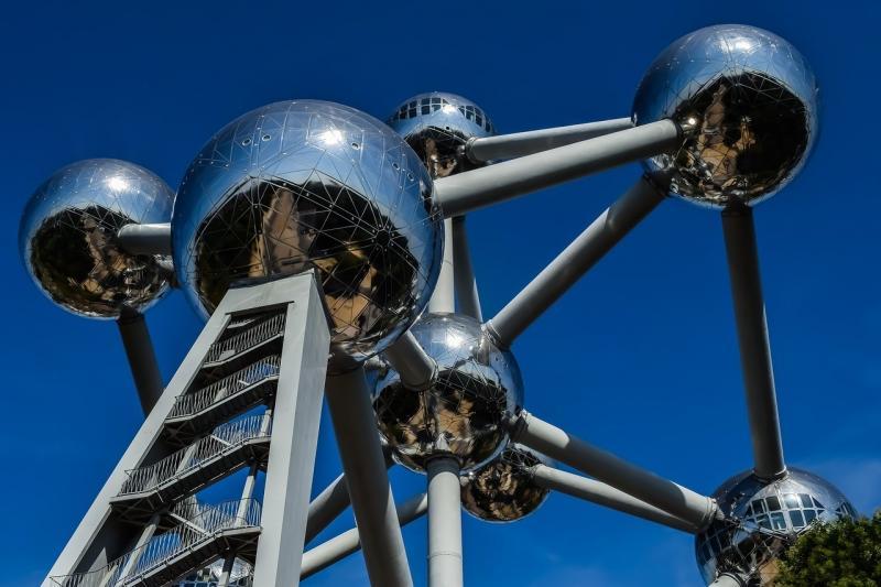 صور تحتوي #بروكسل #اتوميوم #السفر #معلم_معروف #بناء