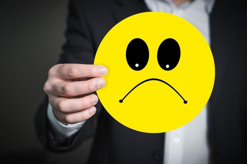 صور تحتوي #مبتسم #مزاج_سيئ #رجل_اعمال #شعور #التعبيرات #رمز_تعبيري