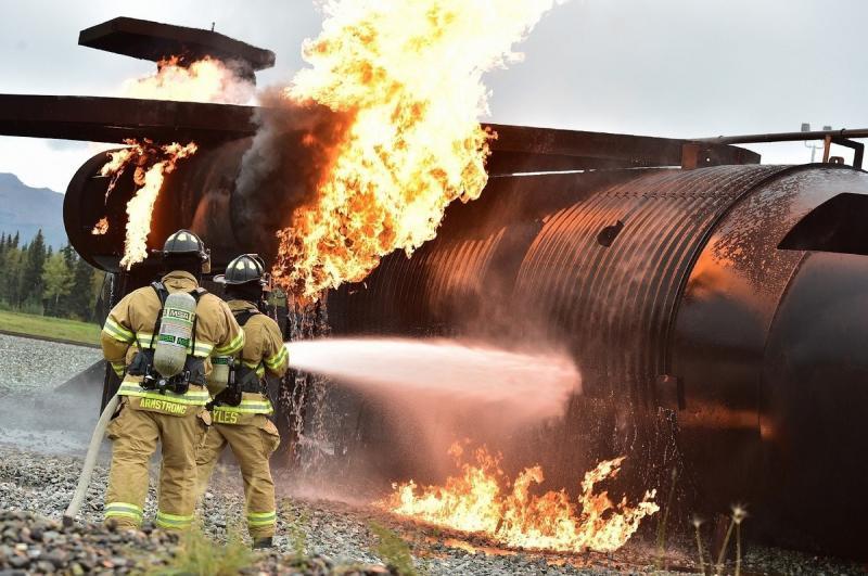 صور لـ #رجال_الاطفاء #نار #تدريب #خاضع_للسيطرة #حي