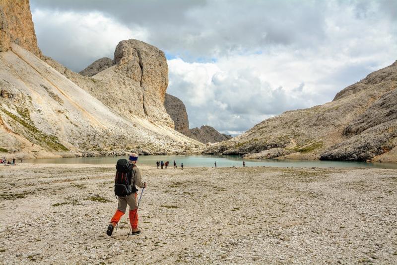 صور تحتوي #مسافر #الدولوميت #جبل #التنزه #الرحلات #سير