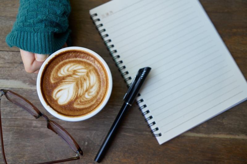 صور تحتوي #كوب #كافيين #قهوة #شراب #دفتر #طعام