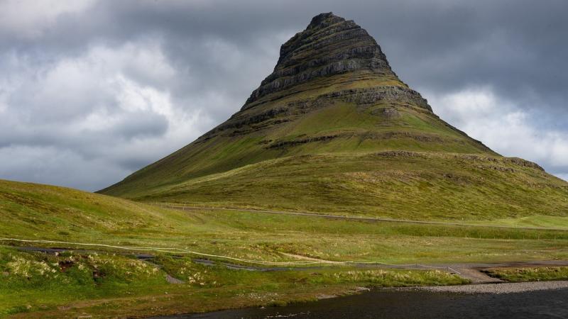 صور لـ #Kirkjufell #المناظر_الطبيعيه #جبل
