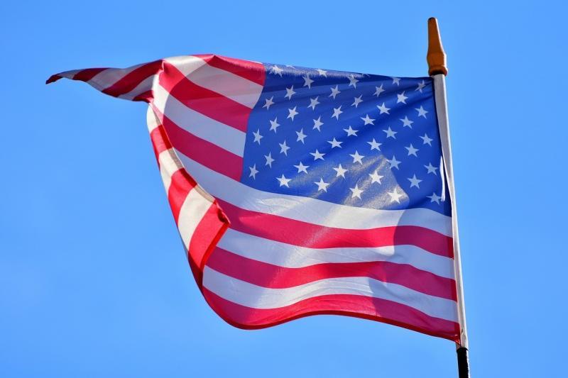 صور تحتوي #علم #رفرفة #العلم_الأمريكي #العلم_الولايات_المتحدة_الأمريكية #أمريكي