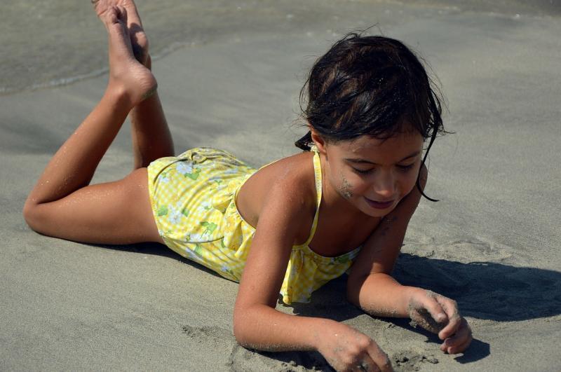 صور تحتوي #لعب #طفل #لعب_الأطفال #مرحلة_الطفولة #بشري #فتاة