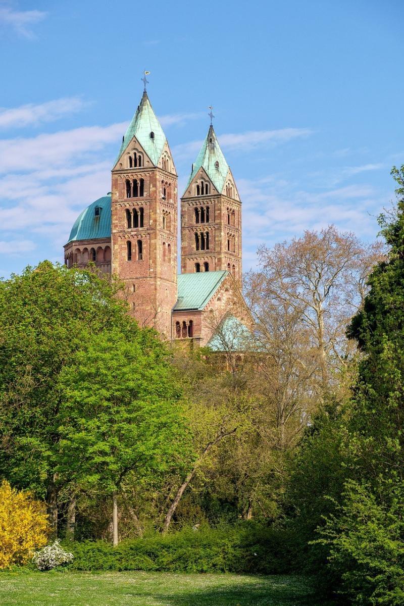 صور تحتوي #هندسة_معمارية #برج_الكنيسة #هم #كنيسة #بناء