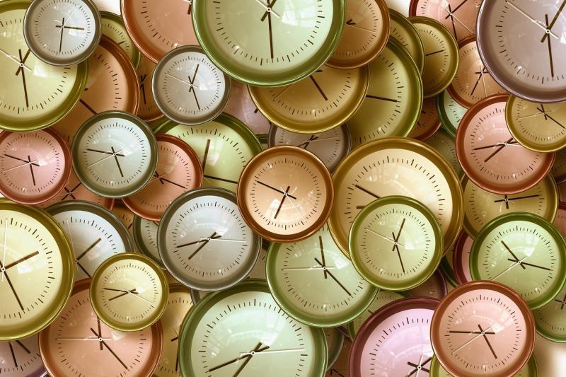 صور تحتوي #زمن #إدارة_الوقت #تخطيط #اعمال #ساعة_حائط