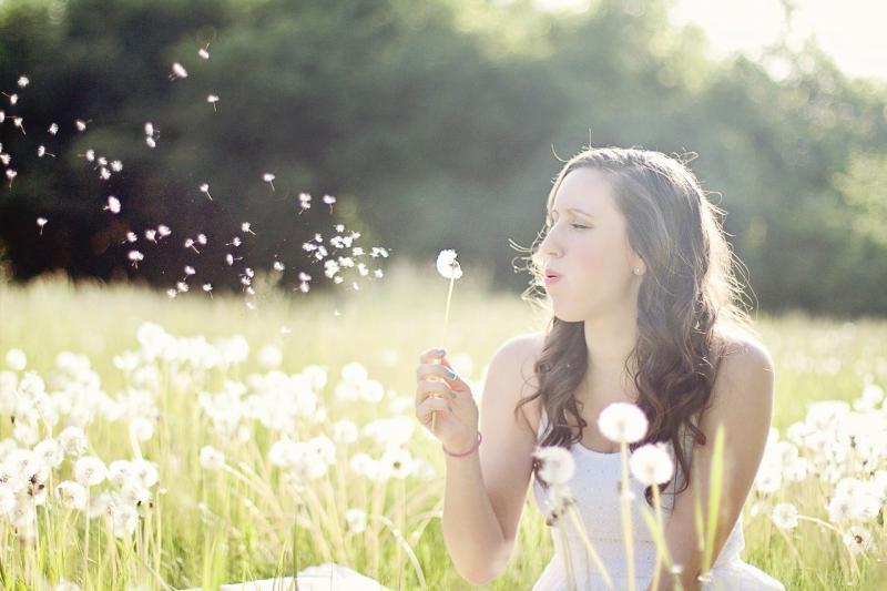 صور تحتوي #الهندباء #الصيف #حرية #ريح #نفخ #النساء