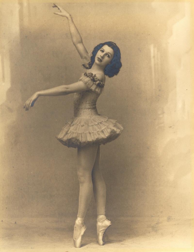 صور تحتوي #كلاسيكي #راقصة_باليه #ريترو #راقصة #عتيق