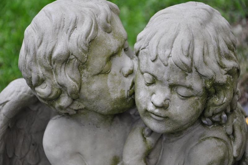 صور تحتوي #الشكل #حب #قبلة #الملاك_الشكل #تمثال #ملاك