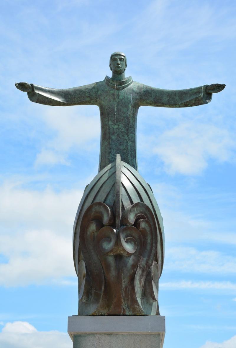 صور لـ #تمثال #سماء #أيرلندا #سحاب #روحي #مقدس