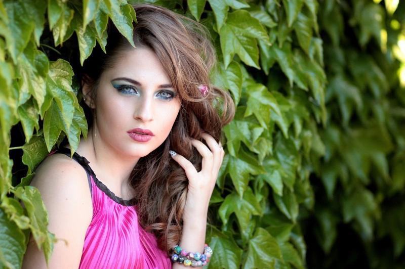 صور لـ #اوراق_اشجار #عيون_زرقاء #فتاة #جمال #شقراء #صورة