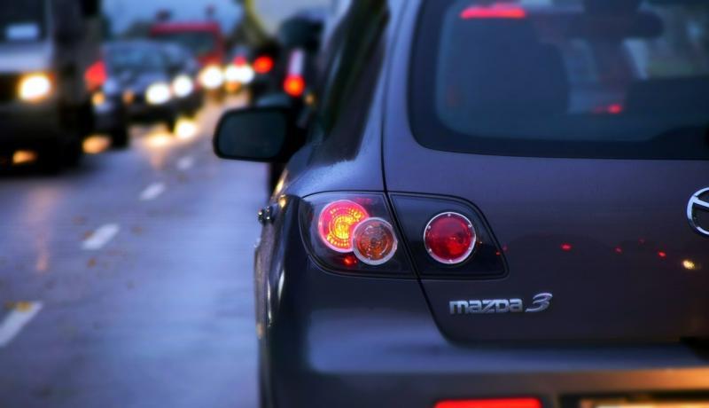 صور لـ #قيادة #مركبات #ساعة #سيارة #الطريق #سيارات #ليل #حركة_المرور