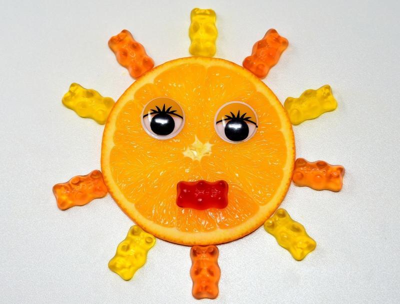 صور تحتوي #شمس #وجه #القرص #البرتقالي #لذيذ #صمغ_الدببة #مضحك