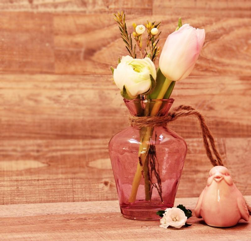 صور تحتوي #زهور #مزهرية #مزهرية #طائر #الزنبق #حوذان