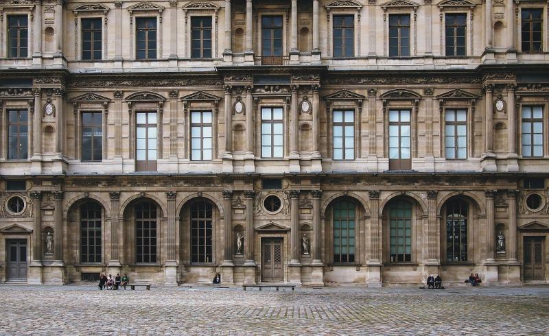صور لـ #فرنسا #باريس #متحف #متحف_اللوفر #هندسة_معمارية #مظهر_زائف