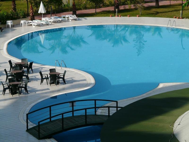 صور لـ #ماء #سباحة #كراسي_التشمس #حوض_السباحة #حمام_السباحة #أزرق