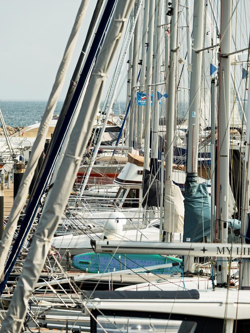 صور تحتوي #الصواري #القوارب_الشراعية #ميناء #المستثمرين #مارينا