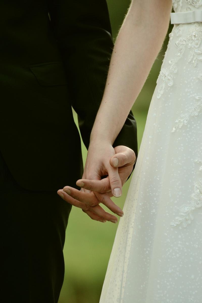 صور تحتوي #أيادي #سويا #عروس_و_عريس #حب #حفل_زواج